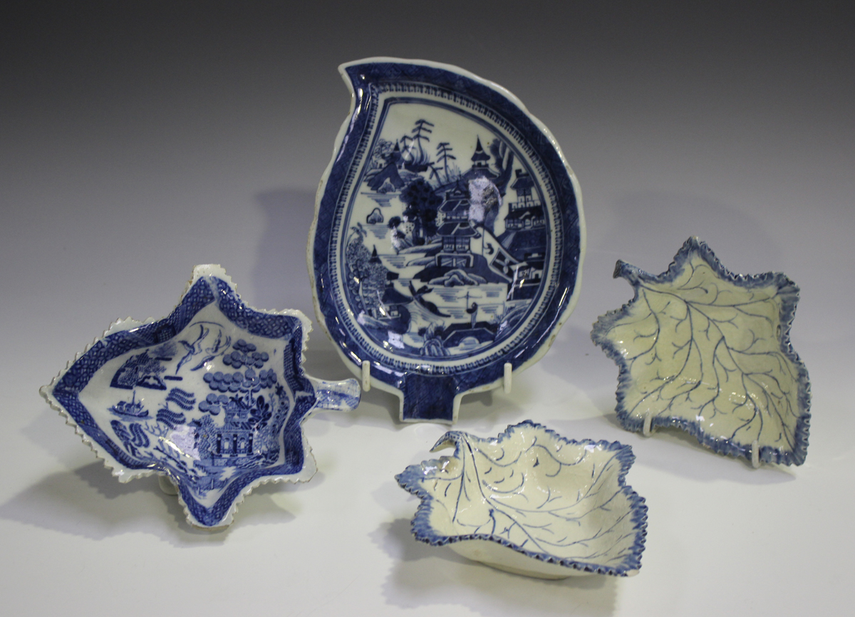 A pair of pearlware leaf shaped pickle dishes, late 18th/early 19th century, length 13.4cm,