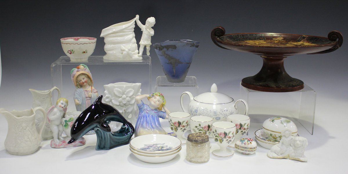 A mixed group of ceramics, mostly tablewares, late 19th/20th century, including a Paragon part - Image 4 of 8