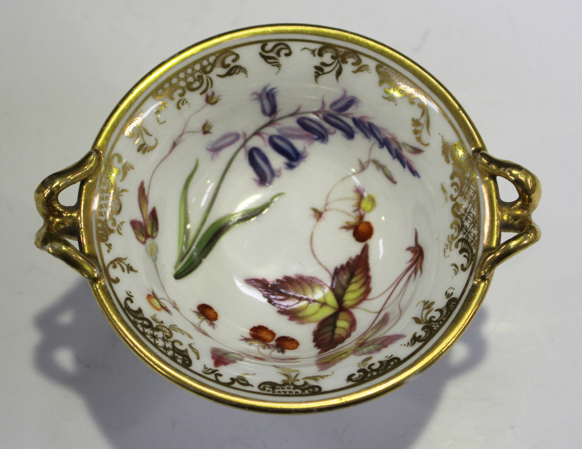 A small English porcelain two-handled footed bowl, probably Spode, early 19th century, of circular - Image 4 of 7