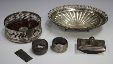 A small group of silver items, comprising a Continental .835 silver oval dish, weight 145g, length