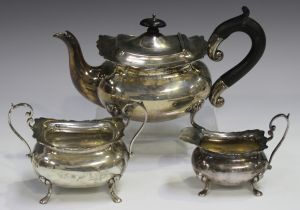 An Edwardian silver three-piece tea set, comprising teapot, milk jug and sugar bowl, each of cushion