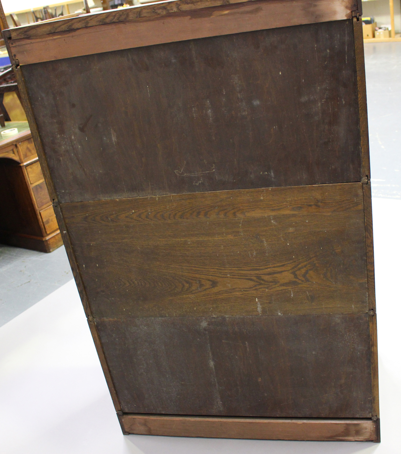 An early 20th century Globe Wernicke style oak three-section bookcase, height 136cm, width 88cm, - Image 2 of 5