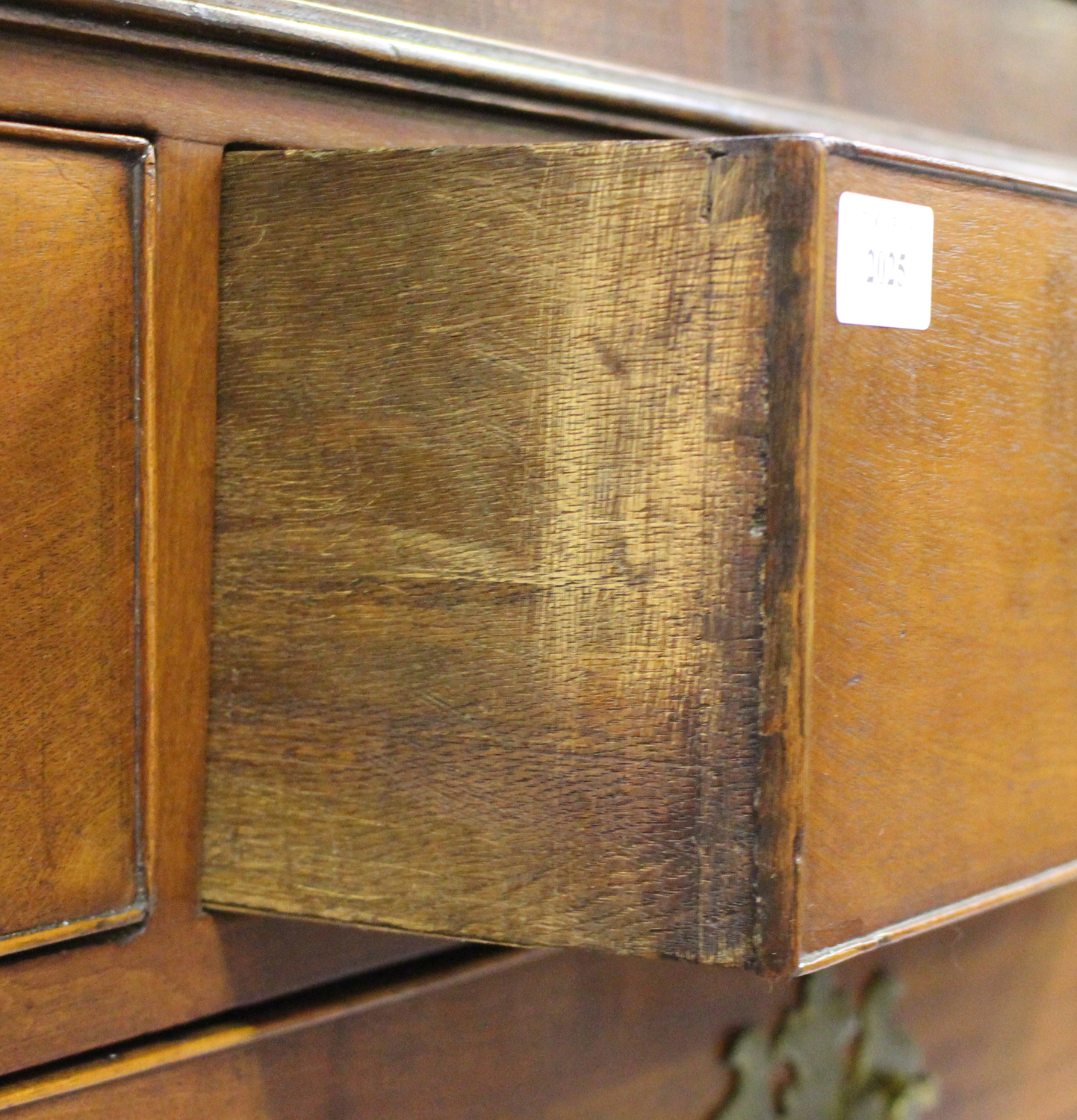 A George III figured mahogany chest-on-chest, fitted with two short and six long drawers, on bracket - Image 3 of 4