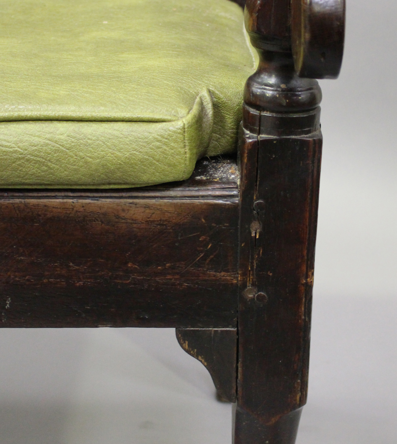 A George III oak settle with four panel back, on turned legs and pad feet, height 102cm, length - Image 4 of 5