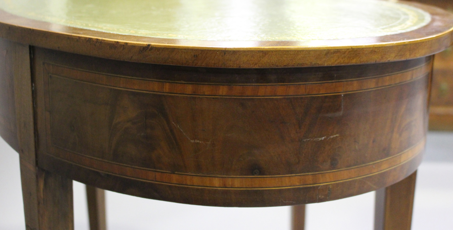 An Edwardian mahogany kidney shaped writing table, crossbanded in satinwood, fitted with a single - Image 2 of 5