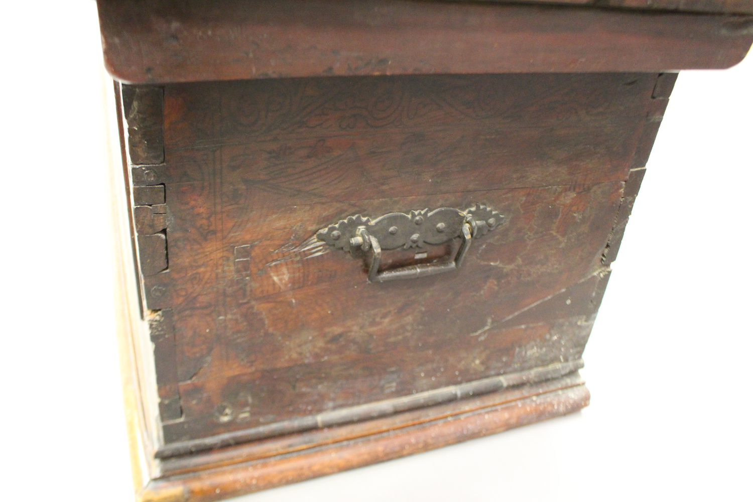 A large 17th century Italian cedar and walnut Adige chest, the lid hinged to reveal poker and pen - Image 10 of 13