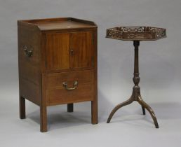 An Edwardian mahogany wine table with fretwork gallery top, on tripod legs, height 71cm, width 44cm,
