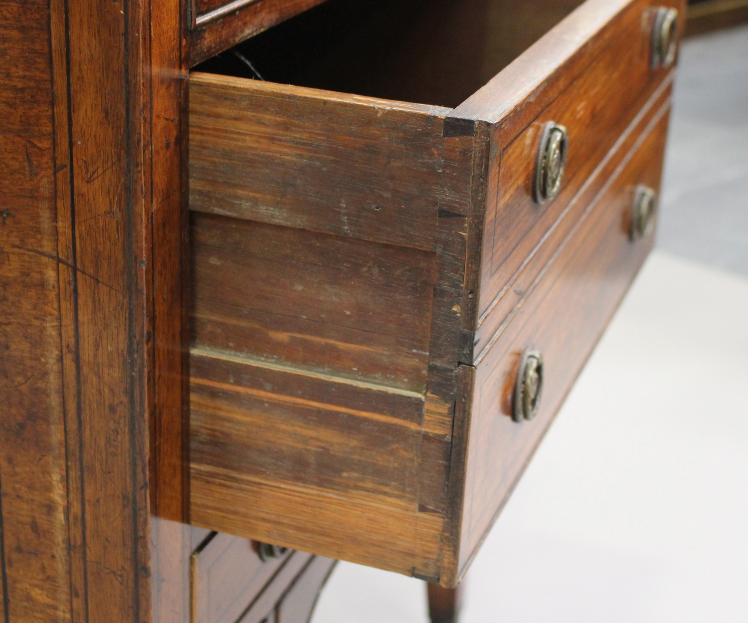 A George III mahogany dressing table, the double hinged top revealing a compartmentalized interior - Image 5 of 6