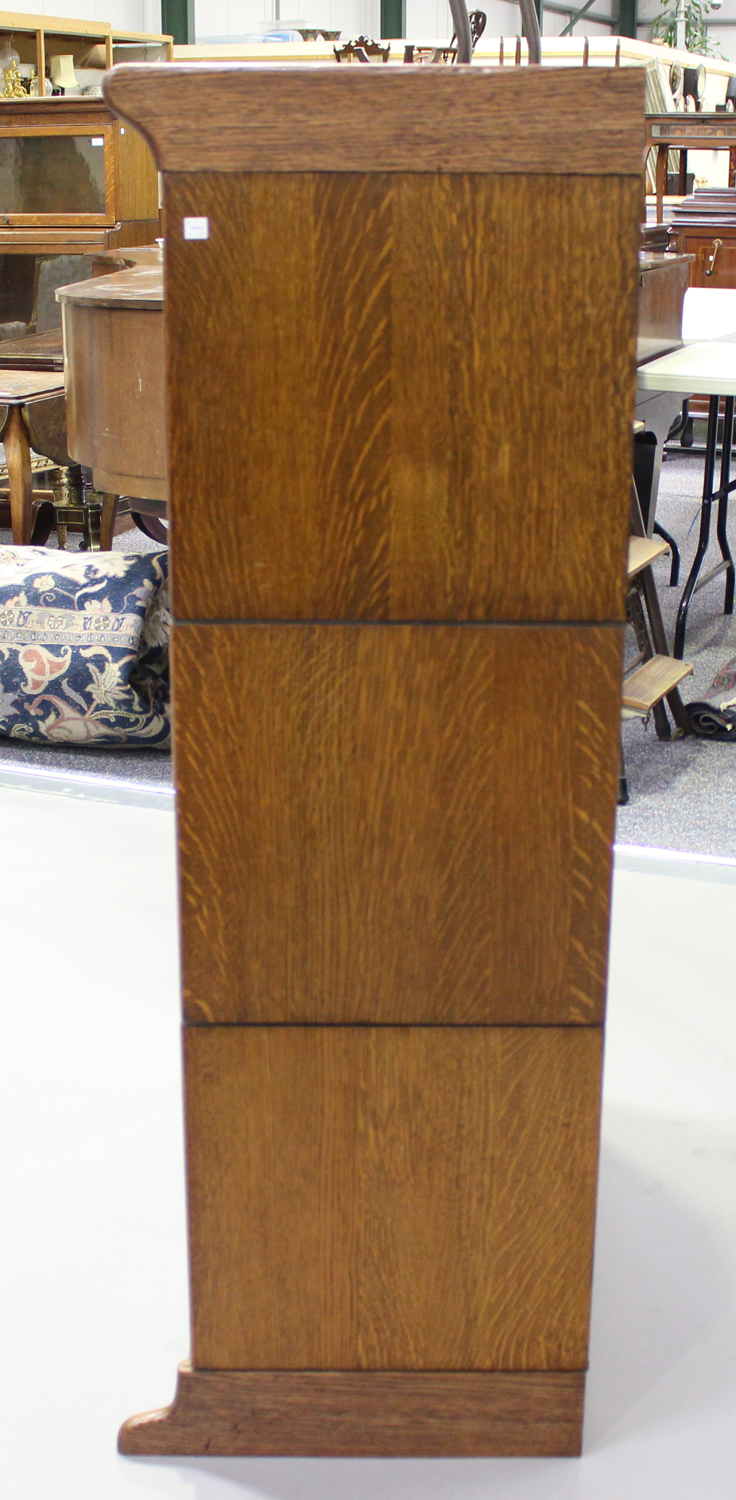 An early 20th century Globe Wernicke style oak three-section bookcase, height 136cm, width 88cm, - Image 3 of 5