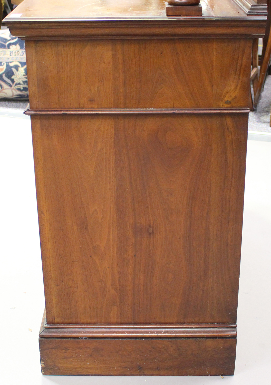 An Edwardian Arts and Crafts mahogany mirror back side cabinet, fitted with two drawers above a - Image 4 of 8