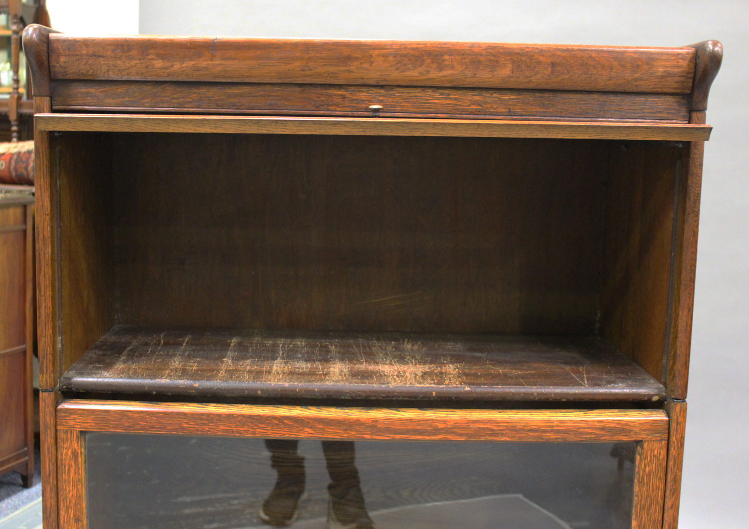 An early 20th century Globe Wernicke style oak three-section bookcase, height 136cm, width 88cm, - Image 4 of 5