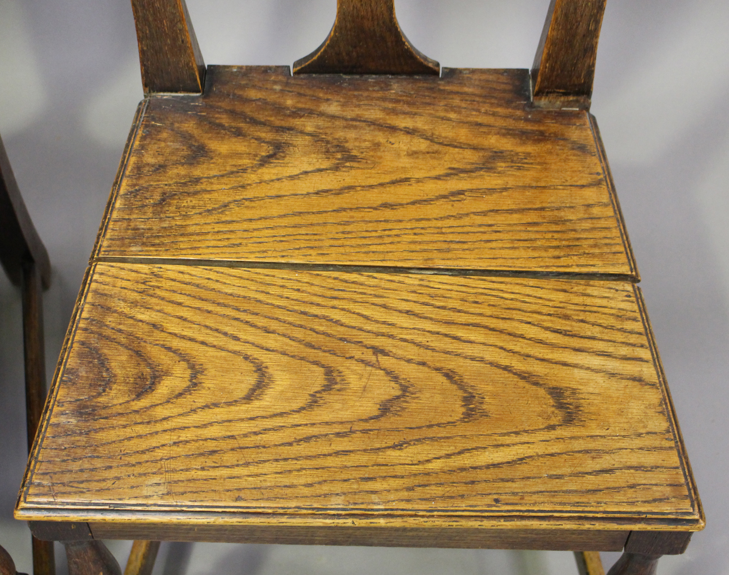 A set of four early 18th century provincial oak splat back dining chairs, the solid seats on - Image 5 of 5