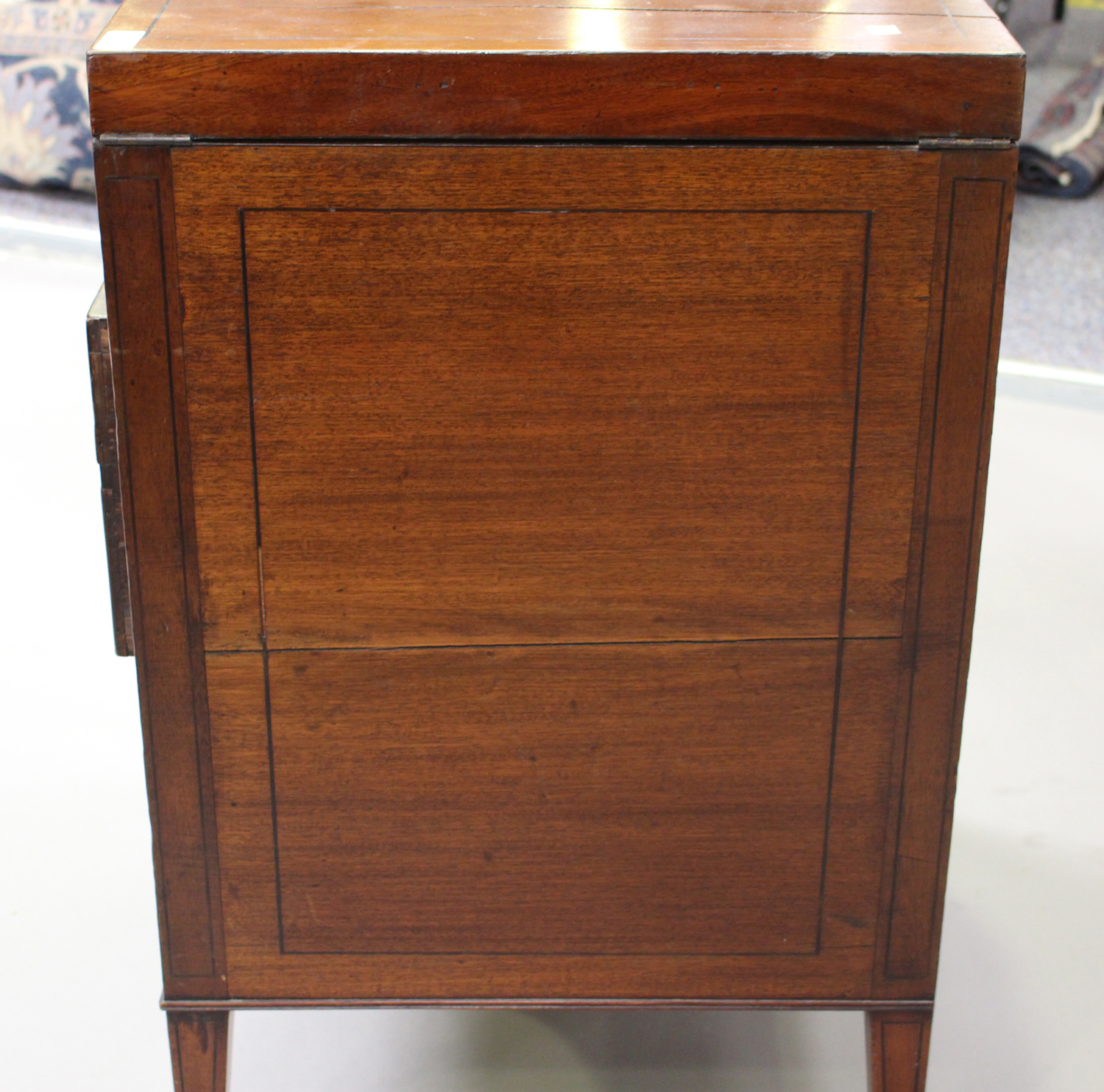 A George III mahogany dressing table, the double hinged top revealing a compartmentalized interior - Image 4 of 6
