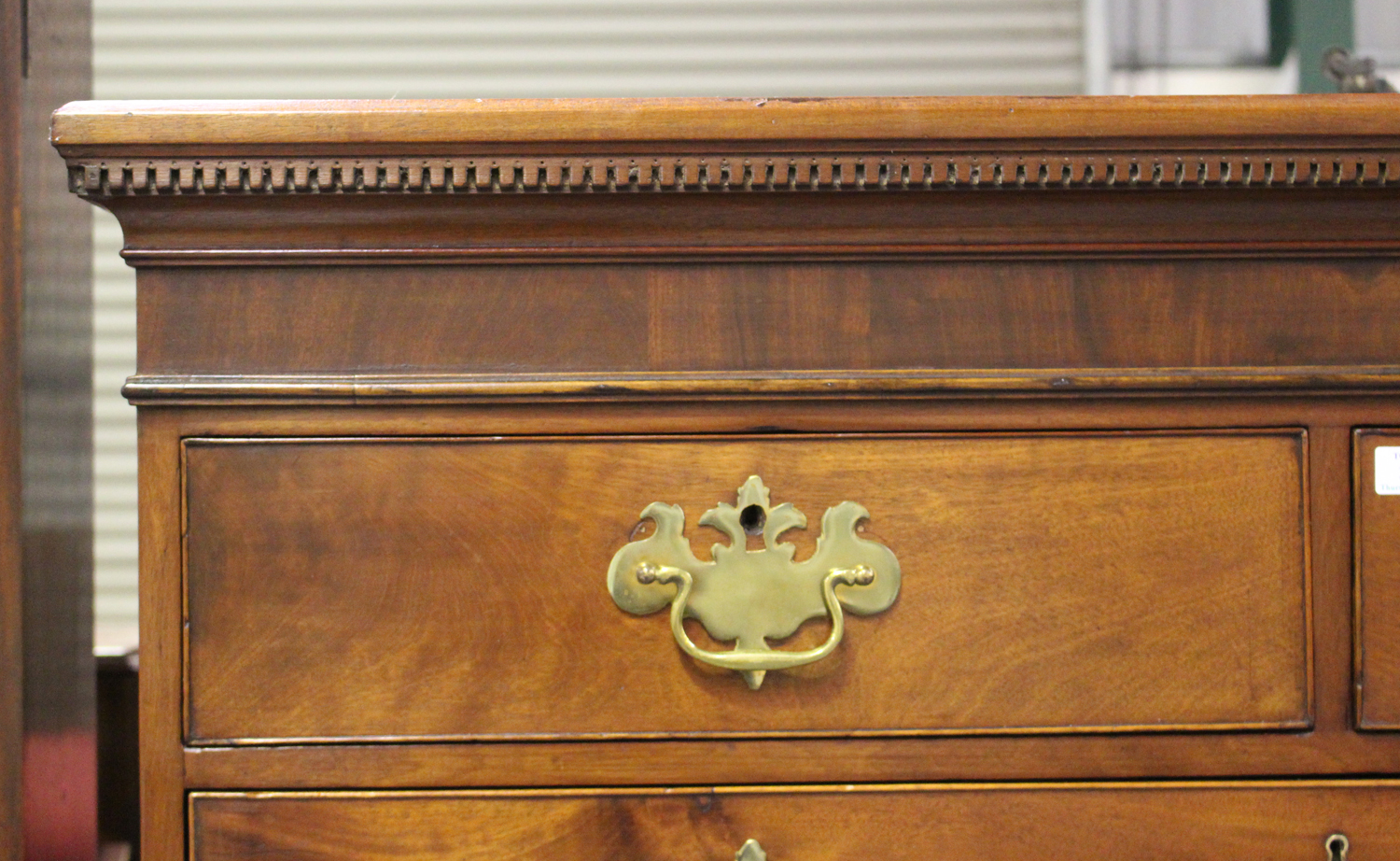 A George III figured mahogany chest-on-chest, fitted with two short and six long drawers, on bracket - Image 4 of 4