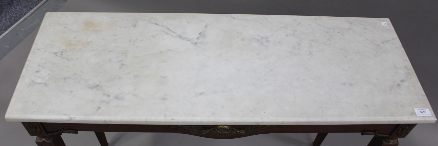 A 20th century Louis XV style mahogany and gilt metal mounted hall table with white marble top, on - Image 5 of 5