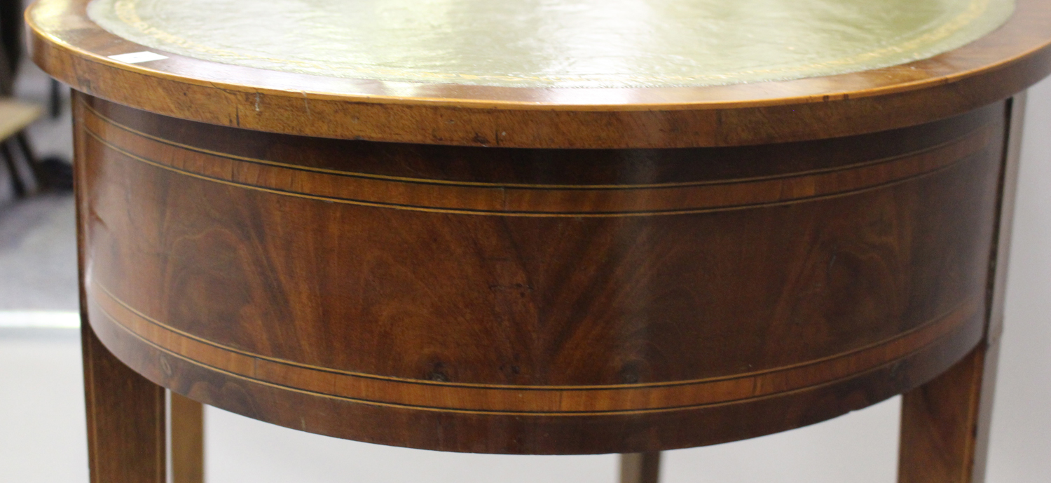 An Edwardian mahogany kidney shaped writing table, crossbanded in satinwood, fitted with a single - Image 3 of 5