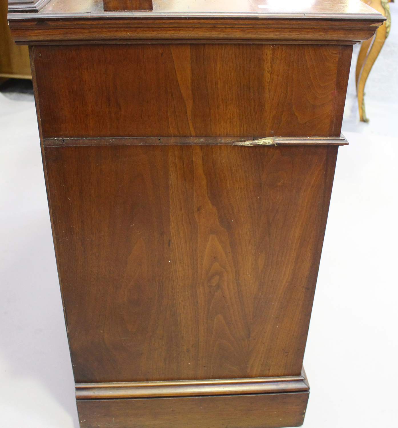 An Edwardian Arts and Crafts mahogany mirror back side cabinet, fitted with two drawers above a - Image 3 of 8