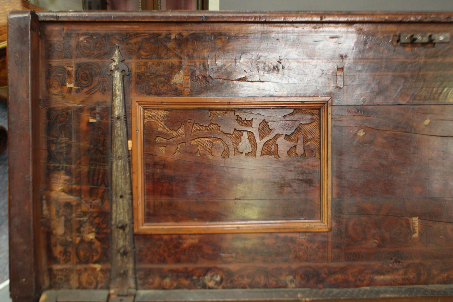 A large 17th century Italian cedar and walnut Adige chest, the lid hinged to reveal poker and pen - Image 5 of 13