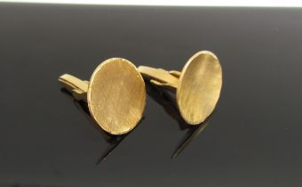 A pair of contempary 18ct gold gentlemans cufflinks, 12.