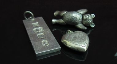 A white metal articulated bear brooch,