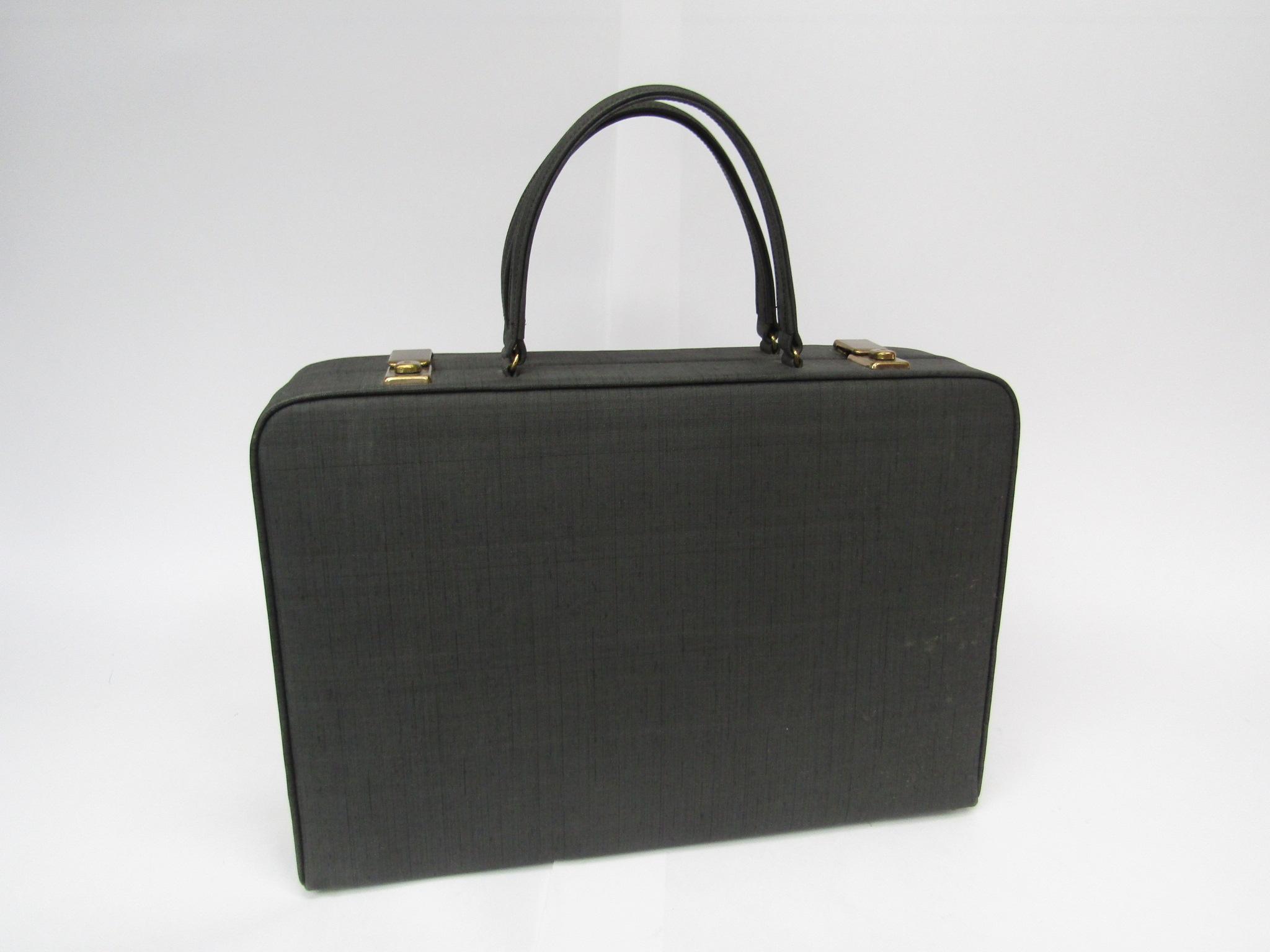 Elizabeth Arden beauty/vanity case in charcoal, beige ruched interior,