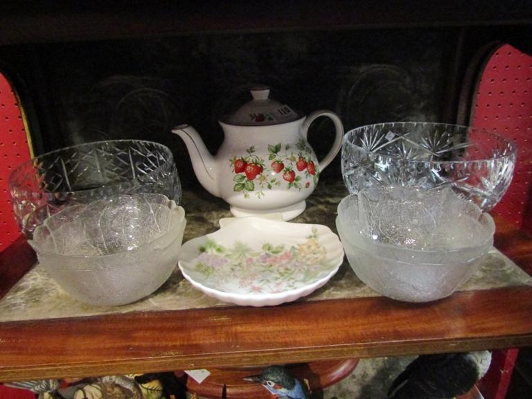 A set of four leaf design glass bowls, a Sadler strawberry design teapot,