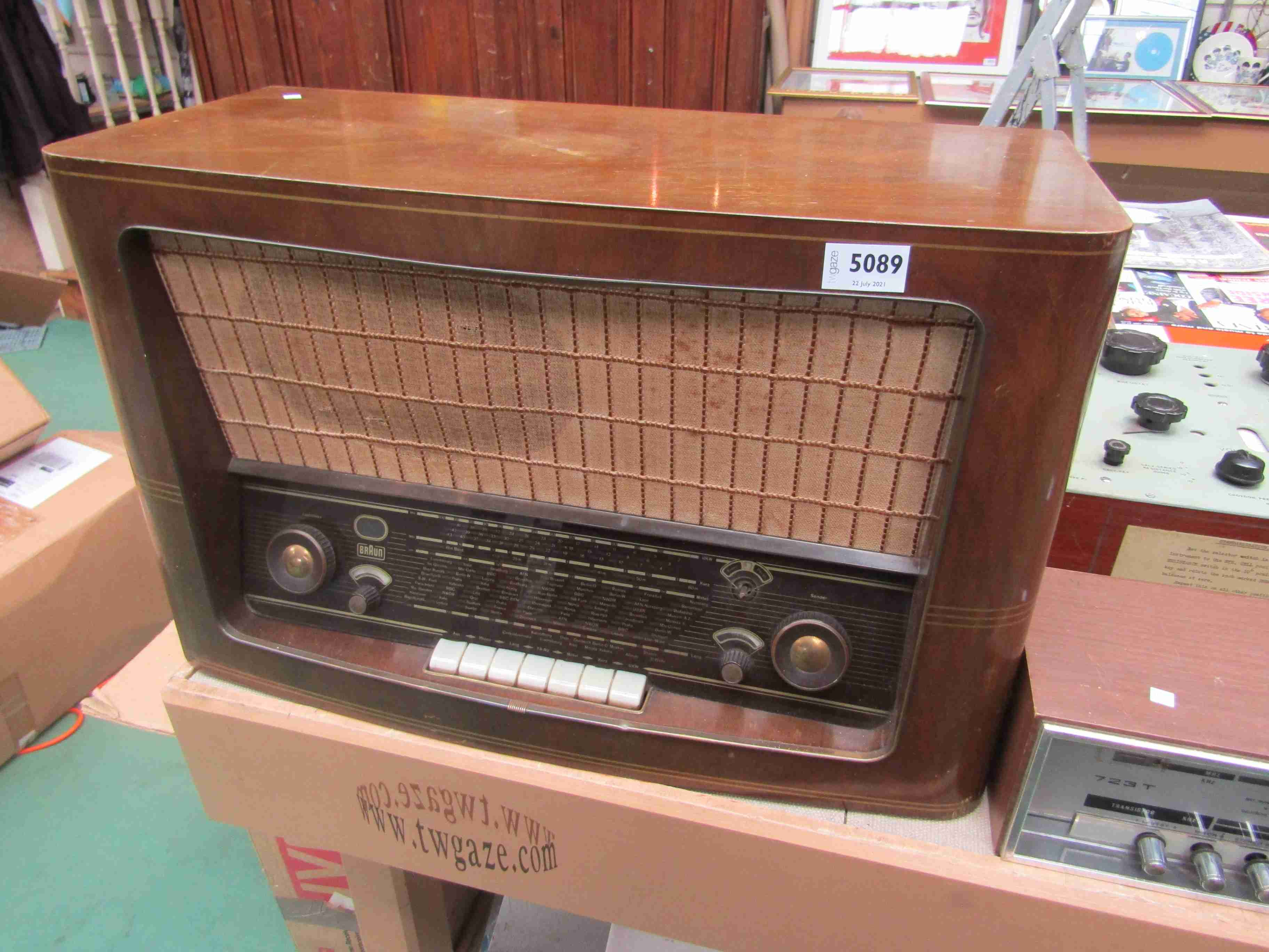 A 1950's Braun 99UKW valve radio