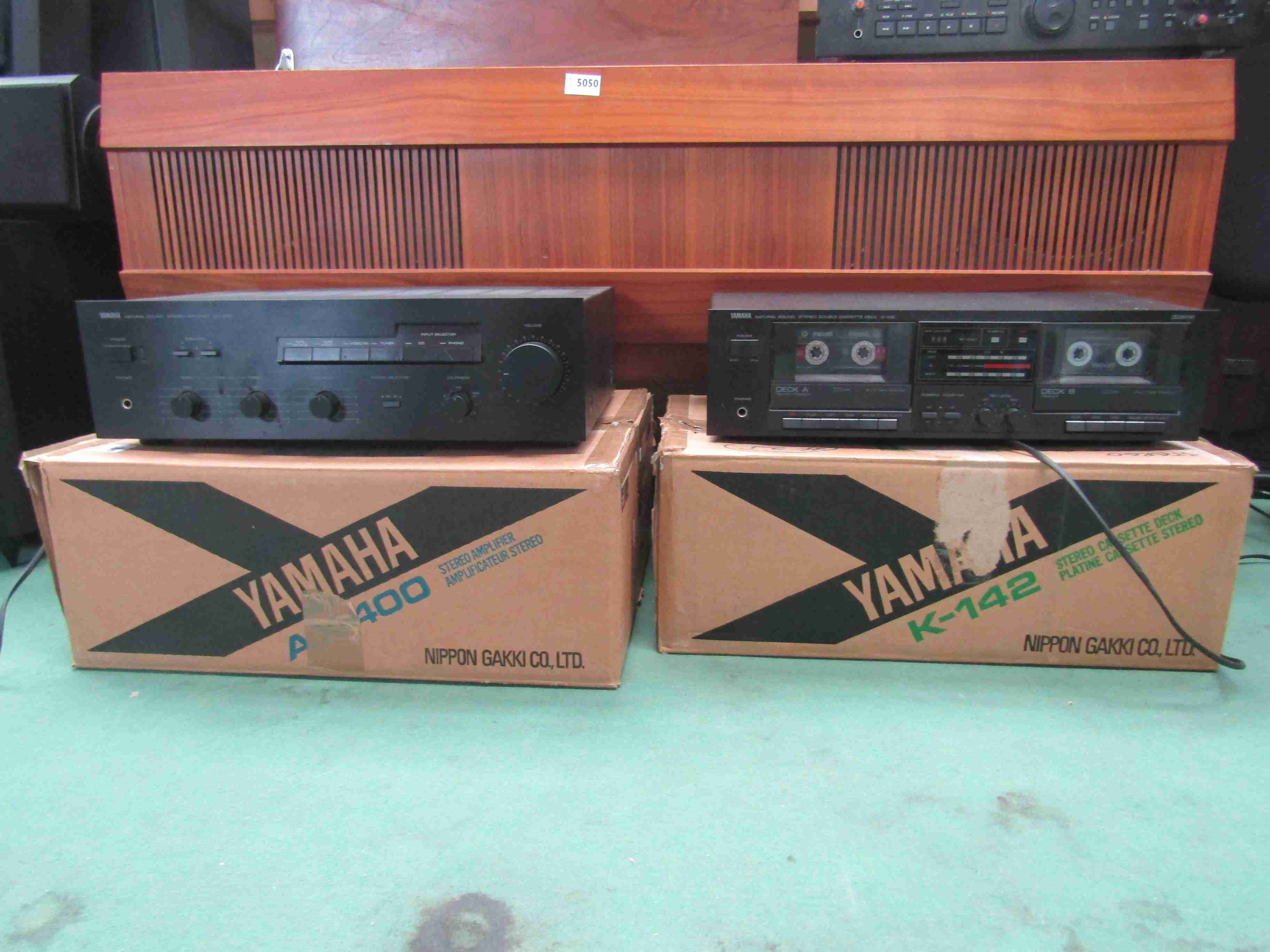 A boxed Yamaha AX-400 amplifier and K-142 cassette deck (2)