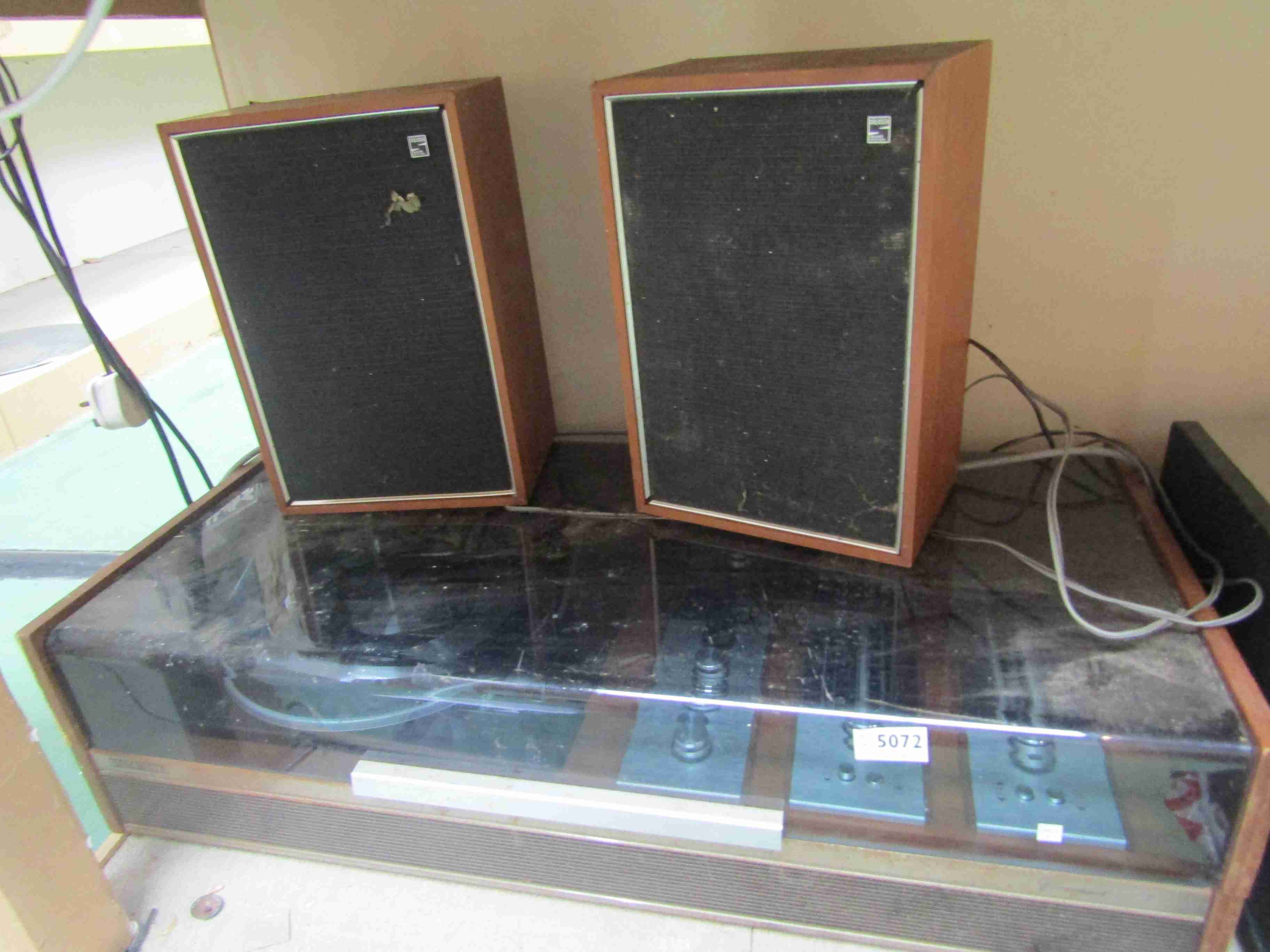 A Decca Sound B5414 record player and speakers (a/f)
