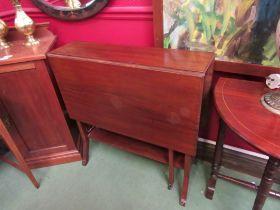 An Edwardian mahogany Sutherland table, 21.5cm x 76.5cm.