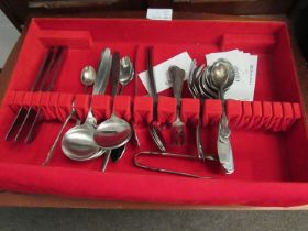 A quantity of Oneida Community plate retro cutlery