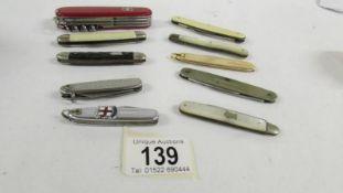 Ten vintage pen/fruit knives.