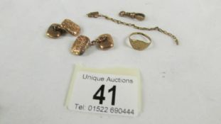 Approximately 9 grams of 9ct gold including cuff links.