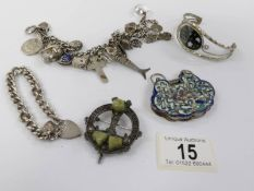 A mixed lot of jewellery including silver.