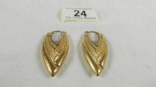A pair of 9ct gold earrings, 6 grams.