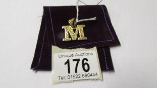 A 9ct gold letter M pendant, 7 grams.