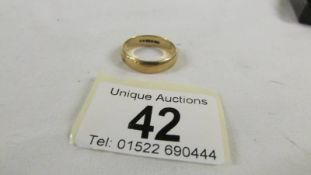 A 9ct gold wedding ring, size W, 4.5 grams.
