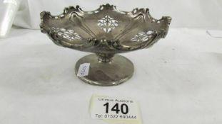 A pretty silver bon bon dish, 145 grams.