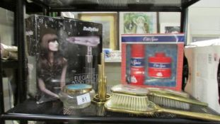 A mixed lot of vanity items including hair dryer.