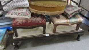4 footstools and 2 cushions.
