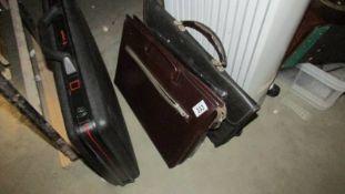 A quantity of briefcases.