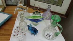 A mixed lot of glass ware including scent bottles.