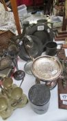 A mixed lot of pewter and other metal ware.