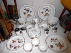 A quantity of Royal Worcester Evesham pattern