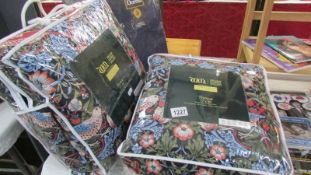 A quantity of New William Morris 'Strawberry Thief's' bedlinen including 2 single duvet cover and