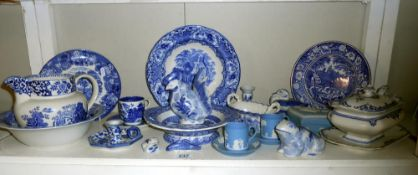 A shelf of blue and white and a quantity of Wedgwood (small tureen is slightly a/f)