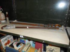 2 shooting sticks