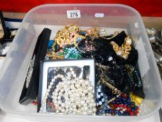 A tray of costume jewellery,