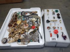 A mixed lot of costume jewellery and rings
