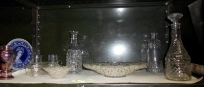 A mixed lot of glassware including 3 decanters (only 1 decanter has a stopper)